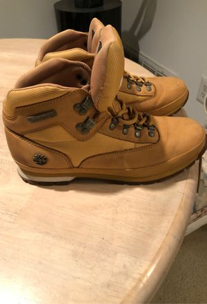 MID- TOPS TIMBERLAND BOOTS for Sale in NO POTOMAC, MD
