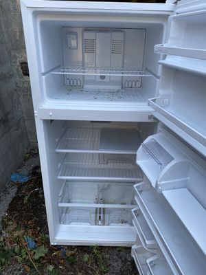 Free refrigerator. for Sale in Tacoma, WA