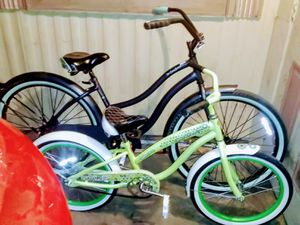 26in girls beach cruiser are 20in kids Diamondback Beach cruiser for Sale in Phoenix, AZ