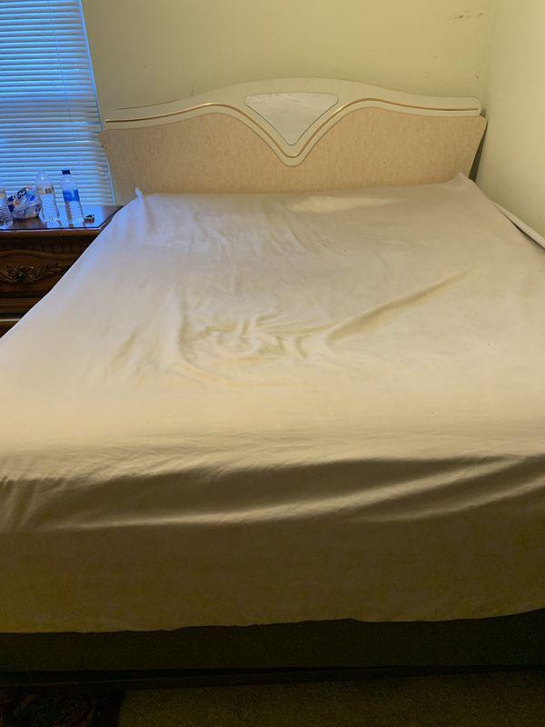 Queen bed with Serta mattress perfect sleeper