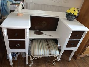 VERY OLD ANTIQUE VANITY -WITH STOOL -REPAINTED CHIFFON CREAM for Sale in Orlando, FL
