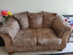 Love seat couch for Sale in Yardley, PA