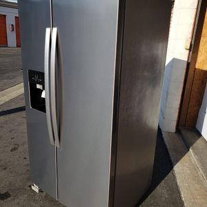 REFRIGERATOR WHIRLPOOL for Sale in Glendora, CA