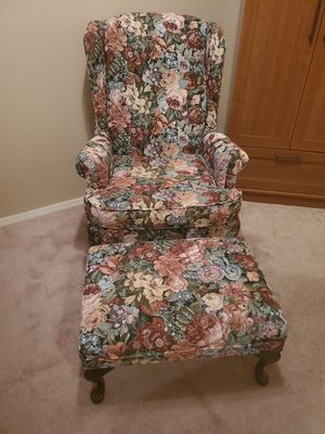 LIKE NEW BEAUTIFUL WING BACK FOOT STOOL for Sale in Surprise, AZ