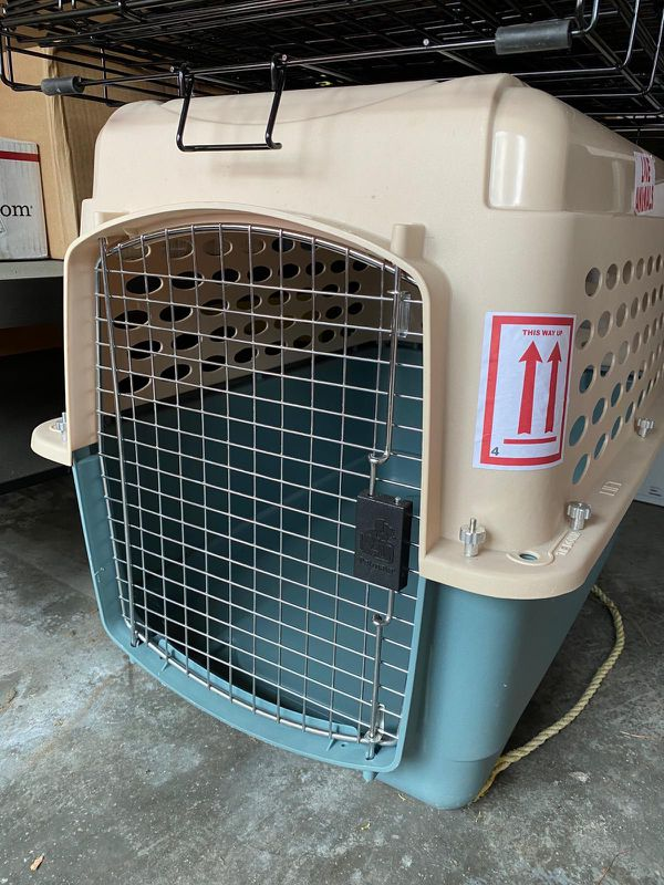 Dog kennel / travel crate