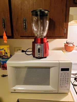 Blender and microwave for Sale in Elgin, IL