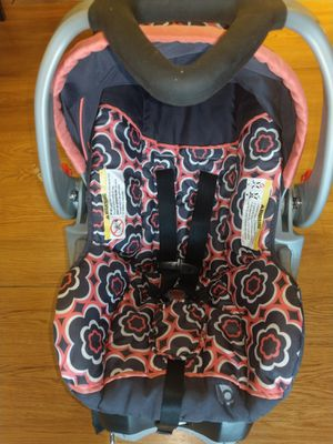 Infant Car Seat with base for car $35 for Sale in Downers Grove, IL