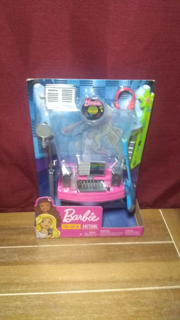 New 4 Barbies & 2 Ken Dolls, 1 New Ken Outfit & 1 DJ / Music Accessories