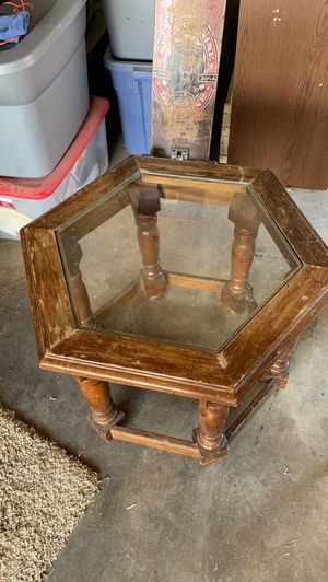 Solid Oak end table for Sale in Clovis, CA