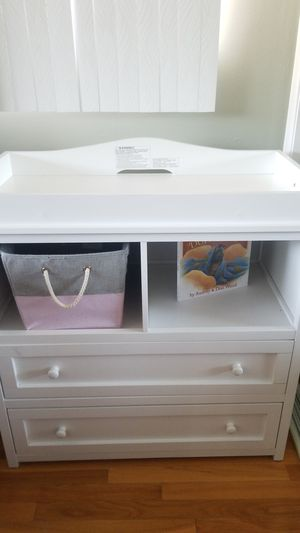 Diaper changing table for Sale in Des Plaines, IL