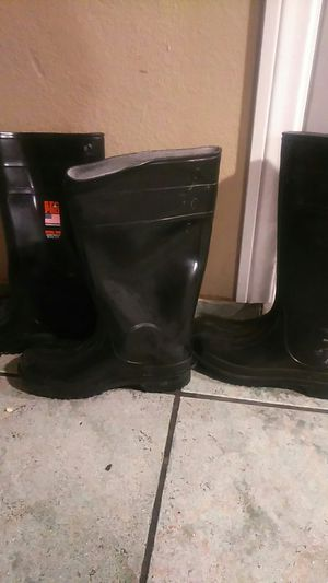 Rain boots, water proof boots, steel toe boots for Sale in Colton, CA