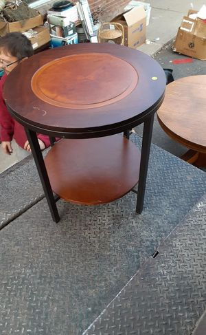 Gorgeous wood end table for Sale in Englewood, CO