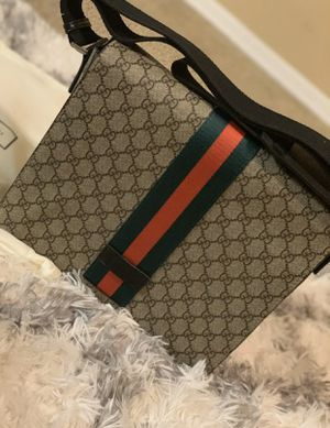 Gucci messenger bag (authentic) for Sale in Brooklyn, NY