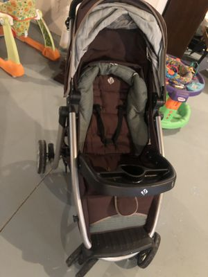 Car seat/stroller combo for Sale in Gibraltar, MI