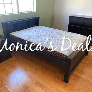 Full Size Solid Wood Bedroom Set $740 for Sale in Downey, CA