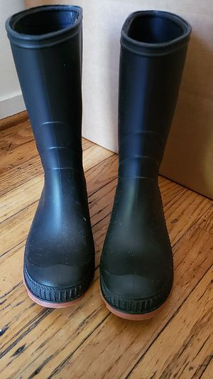 Rain boots - snow boots for Sale in Sacramento, CA