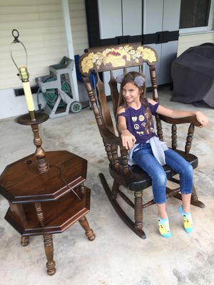 Vintage large rocking chair with nice detail vintage and table with lamp Built in. brand new shade for Sale in Boca Raton, FL