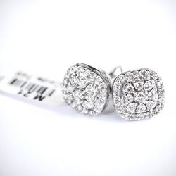 VS Quality Natural Diamond Earring 18k Gold for Sale in Chestnut Hill,  MA