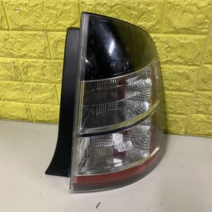 2007-2008 TOYOTA PRUIS RIGHT TAIL LIGHT PASSENGER SIDE USED GENUINE LED OEM. P1 for Sale in Lynwood, CA