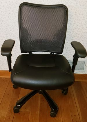 Big and Tall Mesh and Leather Ergonomic Task Chair for Sale in Upperco, MD