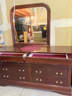 $300 -firm price-Beautiful 8 drawer cherry colored dresser with mirror- has some scratches- looks like its 6 drawers but there are 2 more drawers on for Sale in Yakima,  WA
