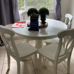 Cute Kitchen Table for Sale in Los Angeles,  CA
