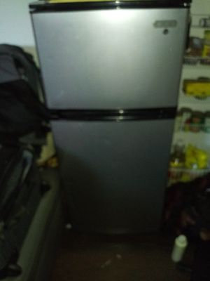 Vissani small fridge and freezer $100 for Sale in Waianae, HI