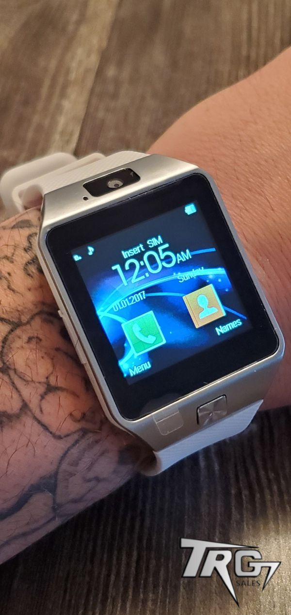 BRAND NEW WHITE ANDROID IPHONE COMPATIBLE SMART WATCH D9