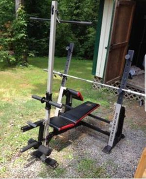 Gold gym bench comes with lat pull down bar, leg workout, arm curl pad. Excludes bench bar or weights for Sale in Woodstock, GA