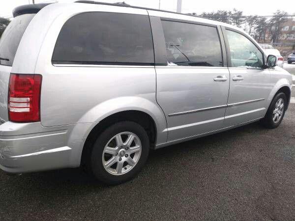 2010 Chrysler Town & Country Touring Minivan 4 doors Loaded 134 k mile