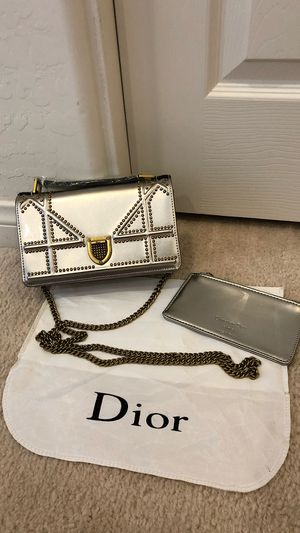 CD Silver Leather Wallet of Chain Shoulder Crossbody Bag for Sale in Henderson, NV