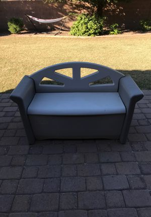 Rubbermaid storage bench for Sale in Gilbert, AZ