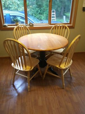 Small kitchen table set for Sale in Lake Stevens, WA