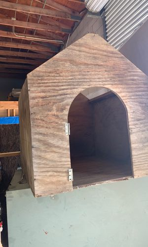 Free dog house needs lots of work. for Sale in Fresno, CA