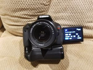 Canon EOS Rebel T3i 18.7 MP Digital SLR Camera - KIt with EFS 18-55mm And Extras for Sale in Oak Lawn, IL
