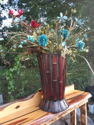 """XL flowers arrangement. The vase is 25"""" H x 14"""" W. In good conditions. $45 for Sale in Fort Worth, TX"""