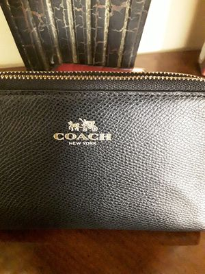 Authentic Coach Black Leather Wristlet Purse for Sale in West Covina, CA