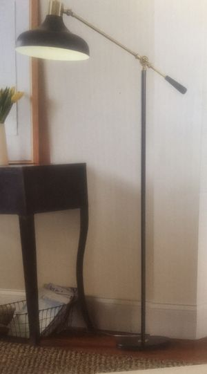FLOOR LAMP for Sale in Vernon, CA