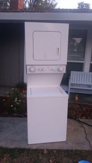Whrilpool stackable washer and dryer for Sale in Fair Oaks, CA