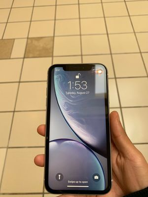 iPhone XR white AT&T for Sale in Sunbury, PA