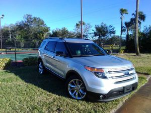 2014 Ford Explorer LOW MILES! for Sale in Kissimmee, FL