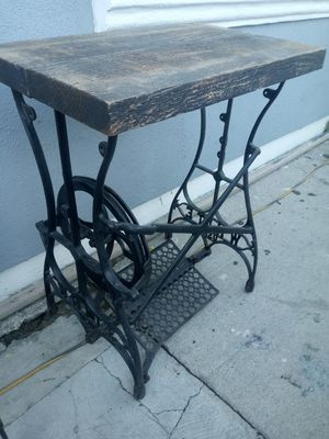 Antique sewing stand for Sale in Bloomington, CA