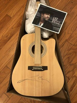 LEE BRICE AUTOGRAPHED ACOUSTIC GUITAR AND 8X10 PROMOTION PHOTO for Sale in Murfreesboro, TN