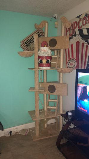 Cat tower cat gym for Sale in Pembroke Pines, FL