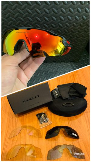 New/Nuevos Polarized Oakley Radar Sunglasses with Original Packaging Baseball/ Softball/ Golf Sport Usage for Sale in La Puente, CA