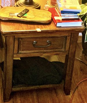 2 Mathis Brothers End Tables for Sale in Murfreesboro, TN