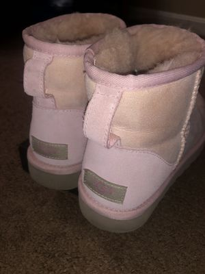 Baby Pink Uggs for Sale in Silver Spring, MD