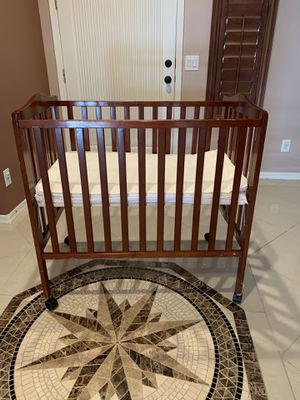 Standard baby crib for Sale in Chandler, AZ