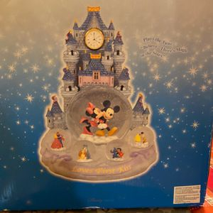 Disney Collectible - Loves First Kiss for Sale in San Jose, CA