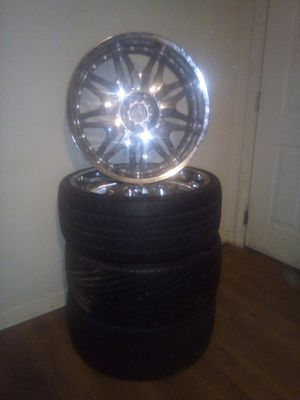 22 inches and 5 lugs for Sale in Dacula, GA